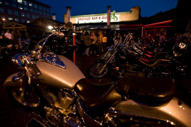 1024px-Dinosaur_BBQ_in_Rochester_-_by_David_Sifry